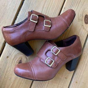 Brown Clark leather booties-7.5
